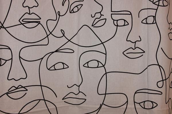rideau visages fond blanc